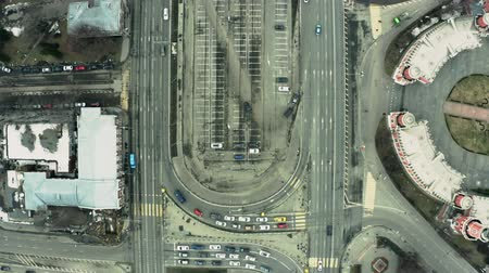 letecký : Aerial top-down view of a busy city road traffic