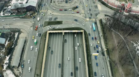 orta hava : Aerial down view of a busy wide city road