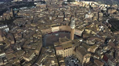 toscana : Aerial of Siena centre involving famous Piazza del Campo, one of Europes greatest medieval squares. Tuscany, Italy