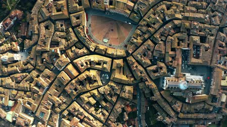 toscana : Aerial top-down view of Siena involving Piazza del Campo or Campo Square, a place of famous horse-race, Palio di Siena. Italy Vídeos