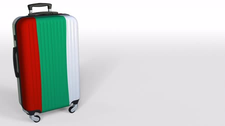 búlgaro : Travelers suitcase with flag of Bulgaria. Bulgarian tourism conceptual 3D animation, blank space for caption