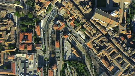 montanhoso : Aerial top down view of houses and streets in Perugia, Italy