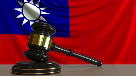 судья : Judges gavel and block against the flag of Taiwan. Taiwanese court conceptual animation Стоковые видеозаписи
