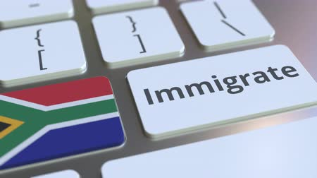 deslocalização : IMMIGRATE text and flag of South Africa on the buttons on the computer keyboard. Conceptual 3D animation