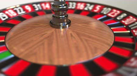 probabilidade : Casino roulette wheel ball hits 35 thirty-five black. 3D animation