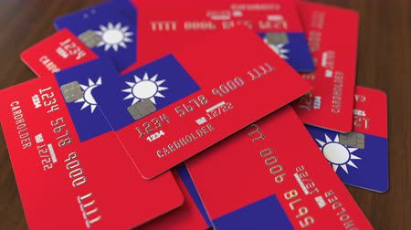 дебет : Pile of credit cards with flag of Taiwan. Taiwanese banking system conceptual 3D animation Стоковые видеозаписи
