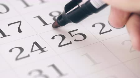 hatırlatmak : Drawing reminder mark on the twenty-fifth 25 day of a month Stok Video