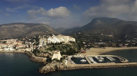 латина : Aerial shot of Sperlonga, marina and ancient Torre Truglia tower, Italy