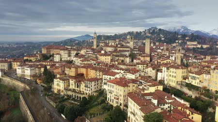 кафельный : Aerial shot of historic part of Bergamo. Italy