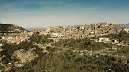 dağlık : Aerial shot of picturesque town of SantOreste in mountainous area of Italy