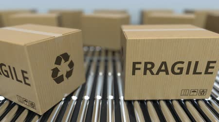 reciclado : Carton boxes with FRAGILE text move on roller conveyor. Loopable 3D animation