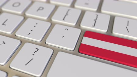 traduire : Key with flag of Austria on the computer keyboard switches to key with flag of the USA, translation or relocation related animation