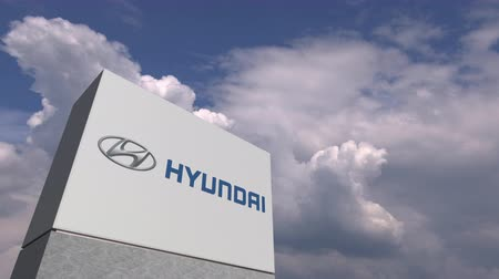 oficial : HYUNDAI logo against sky background, editorial animation