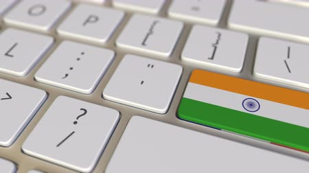 bandeira : Key with flag of India on the computer keyboard switches to key with flag of France, translation or relocation related animation