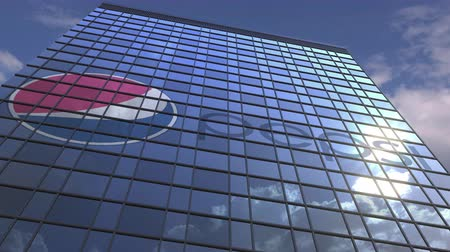 odrážející : PEPSI logo on modern building reflecting sky and clouds, editorial animation