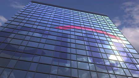 odrážející : CITI logo against modern building reflecting sky and clouds, editorial animation