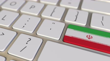 deslocalização : Key with flag of Iran on the computer keyboard switches to key with flag of China, translation or relocation related animation Stock Footage
