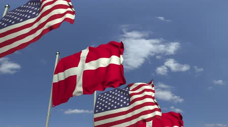 mastro de bandeira : Waving flags of Denmark and the USA on sky background, loopable 3D animation