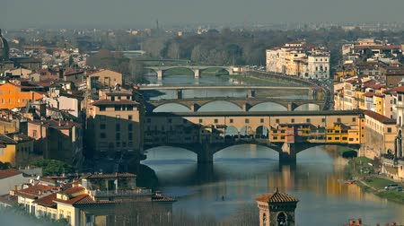 toscane : Ponte Vecchio bridge, a major Italian landmark, and the cityscape of Florence, Italy
