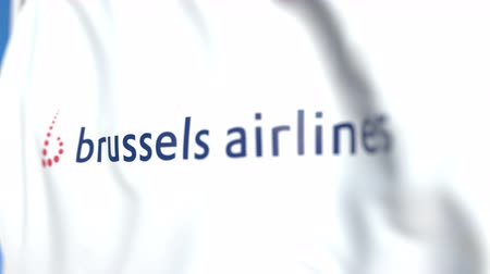 bruselas : Ondeando la bandera con el logotipo de Brussels Airlines, primer plano. Editorial loopable animación 3D Archivo de Video