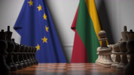 oposição : Flags of the EU and Lithuania behind chess board. The first pawn moves in the beginning of the game. Political rivalry conceptual 3D animation Vídeos