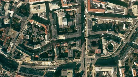 münchen : Aerial top down view of streets and buildings in Munich centre, Germany