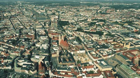münchen : Aerial shot of Munich, the capital and most populous city of Bavaria, Germany