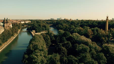 münchen : Aerial view of the River Isar and the dam within city limits of Munich, Germany