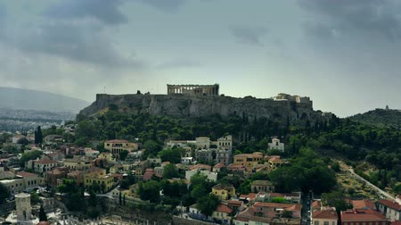 obnovit : Aerial shot of the Parthenon temple on Acropolis within cityscape of Athens, Greece Dostupné videozáznamy
