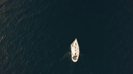 retiro espiritual : Aerial top down shot of unknown people travelling on a yacht at sea