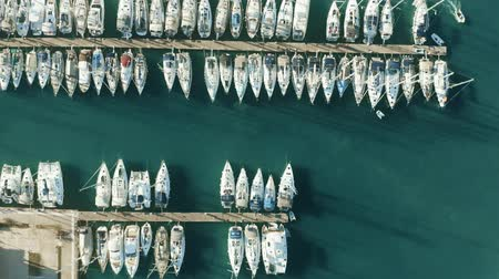 tengeri kikötő : Aerial top down view of many docked sailing yachts in marina