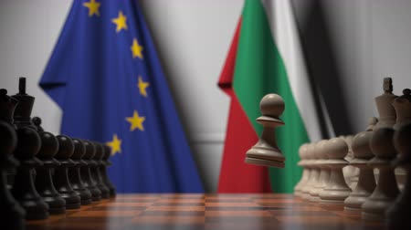 búlgaro : Flags of EU and Bulgaria behind pawns on the chessboard. Chess game or political rivalry related 3D animation Vídeos
