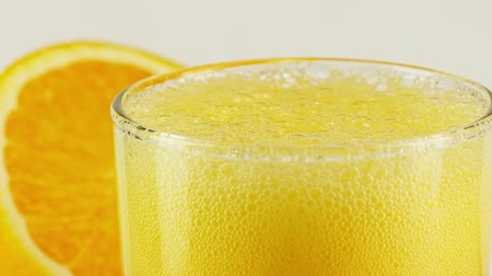 drinki : Sparkling orange drink in a glass, macro slow motion shot on Red Wideo