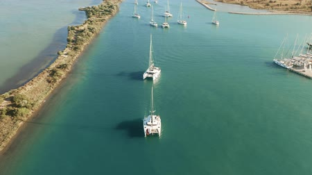 регата : Aerial view of catamarans entering marina on a sunny day. Lefkas, Greece Стоковые видеозаписи