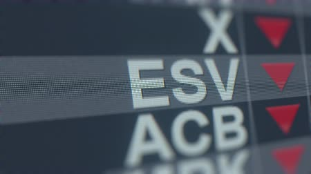 spadek : ENSCO ESV stock ticker on the screen with decreasing arrow. Editorial crisis related loopable animation Wideo