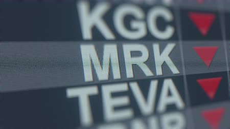 spadek : MERCK&CO MRK stock ticker with decreasing arrow, conceptual Editorial crisis related loopable animation Wideo