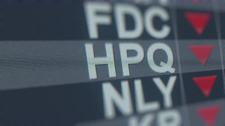 spadek : HP HPQ stock ticker on the screen with decreasing arrow. Editorial crisis related loopable animation