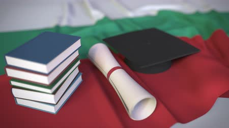 búlgaro : Graduation cap, books and diploma on the Bulgarian flag. Higher education in Bulgaria related conceptual 3D animation