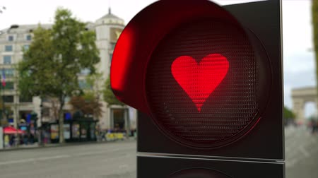 korlátozás : Heart symbol on red traffic light signal. Conceptual 3D animation Stock mozgókép