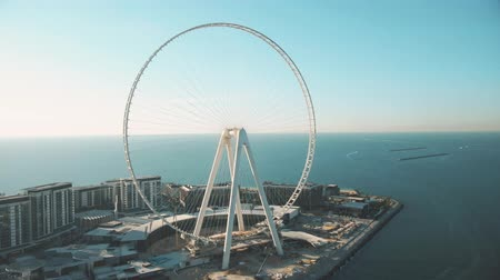 gigante : DUBAI, UNITED ARAB EMIRATES - DECEMBER 26, 2019. Aerial view of Ain Dubai under construction at Bluewaters Island, the worlds tallest Ferris wheel Stock Footage