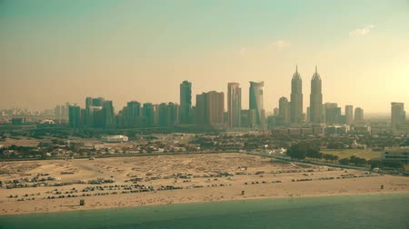 посетитель : Aerial view of the Sufouh Beach and campervan parking in Dubai, UAE