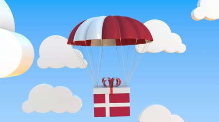 danimarka : Box with national flag of Denmark falls with a parachute. Loopable conceptual 3D animation