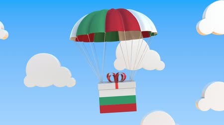 bolgár : Box with national flag of Bulgaria falls with a parachute. Loopable conceptual 3D animation Stock mozgókép