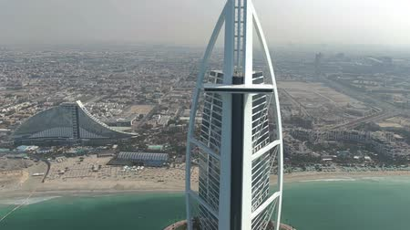 посетитель : DUBAI, UNITED ARAB EMIRATES - JANUARY 2, 2020. Aerial shot of the Burj Al Arab hotel helipad and the beach