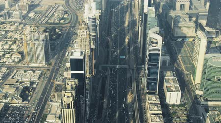 транзит : Busy major city road in Dubai, aerial down view. UAE