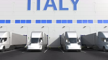 capacidade : Electric semi-trailer trucks at warehouse loading dock with PRODUCT OF ITALY text. Italian logistics related 3D animation Vídeos