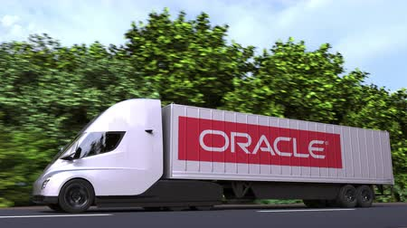 tracteur remorque : Electric trailer truck with ORACLE logo on the side. Editorial loopable 3D animation Vidéos Libres De Droits