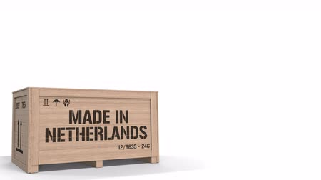 holandês : Wooden crate with printed MADE IN NETHERLANDS text isolated on light background. Dutch industrial production related 3D animation