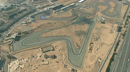 посетитель : DUBAI, UNITED ARAB EMIRATES - DECEMBER 31, 2019. Aerial shot of the Dubai Autodrome motorsports circuit