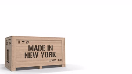 изделия из дерева : Crate with MADE IN NEW YORK text isolated on light background. industrial production related 3D animation
